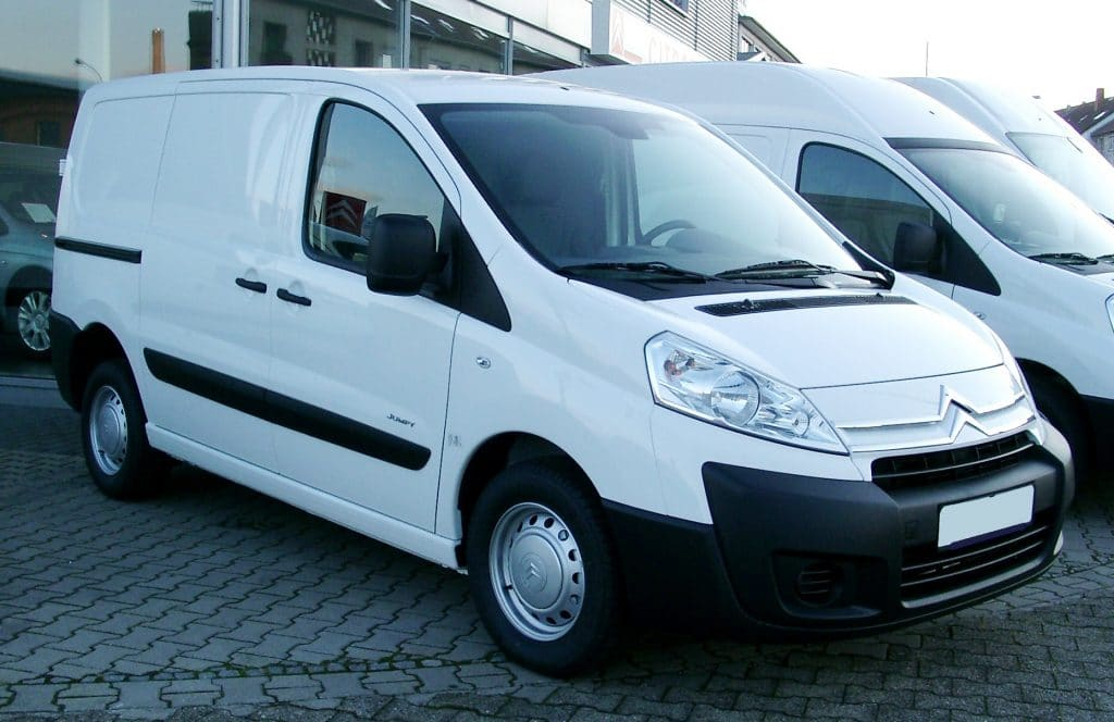 "Citroën Jumpy 1.6HDi </br> <span style=""color:#B61816"">80 CHF avec 150kms inclus</span>"